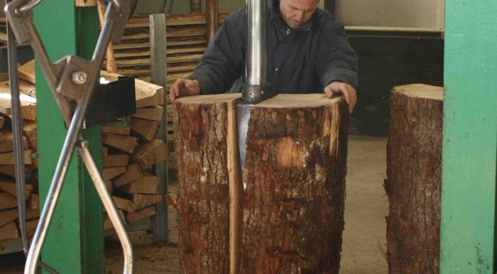 making-cognac-barrels-1024x564