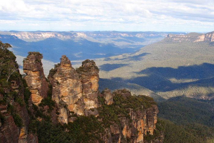 Three_Sisters_-Blue_Mountains,_New_South_Wales,_Australia-20July2012